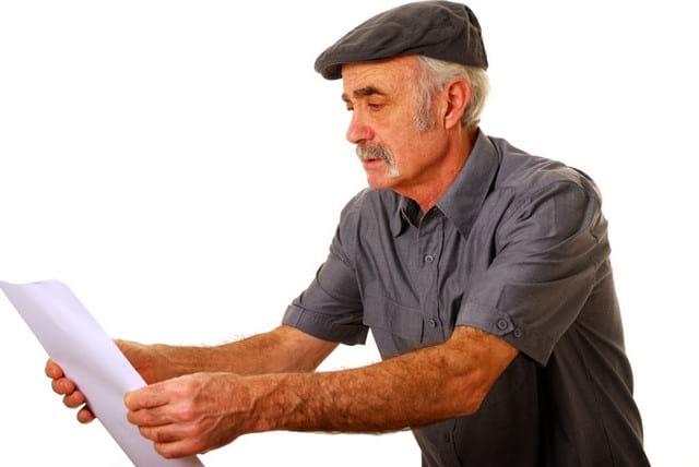 Возрастная дальнозоркость: почему возникает и как лечить?