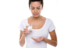препарат необходимо запивать водой