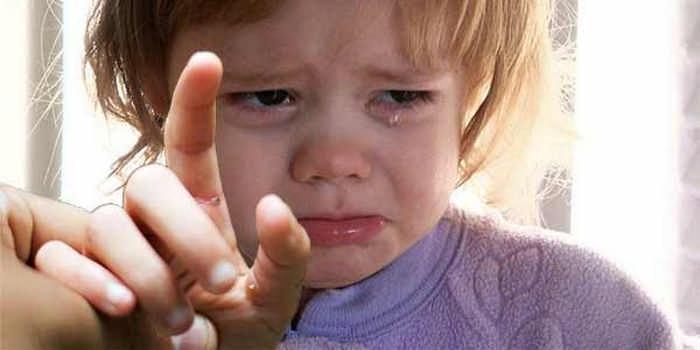 Вытащить занозу у ребенка