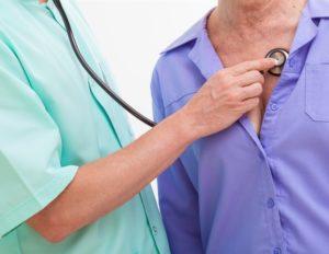 прослушивание грудного отдела стетоскопом