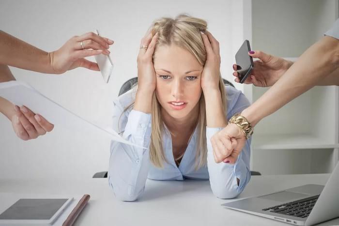 Почему седеют волосы: основные причины появления седины